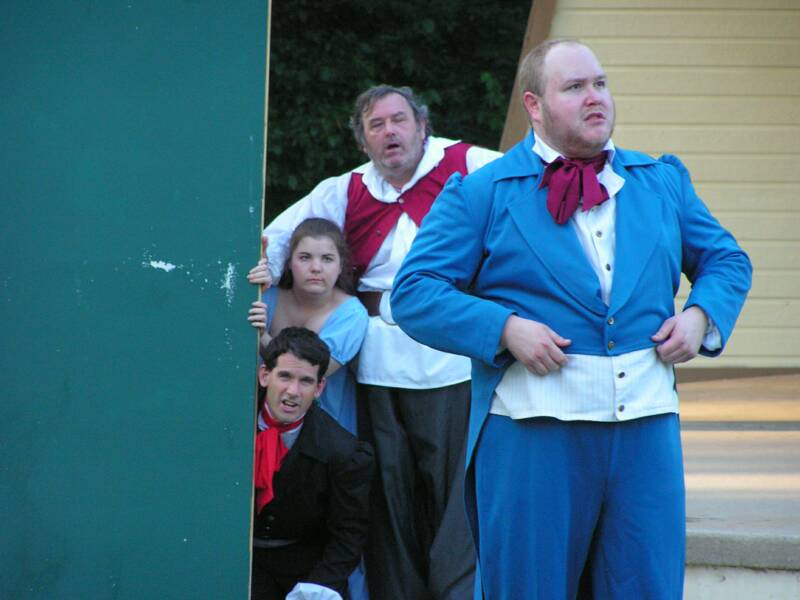 TwelfthNight_Dan_and_bunch_looking